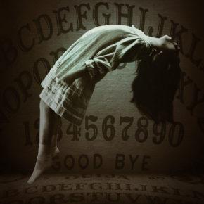 'Ouija – Origem do Mal' ganha cartaz teaser assustador