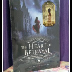 "Sorteio do livro ""The heart of betrayal da Mary E. Pearson"" no Facebook"