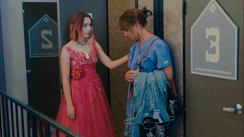 Laurie Metcalf e Saoirse Ronan em Lady Bird
